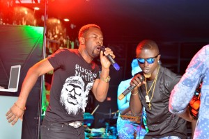 33 SURPRISE GUEST NICE!! MUSIC VETERAN RUGGED MAN JOINS HIS PROTEGE MBRYO ON STAGE FOR A COLLABO TRACK